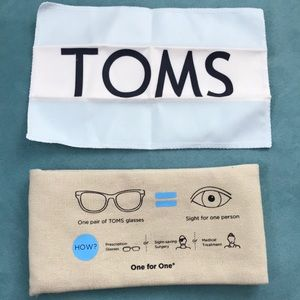 🔴Toms Sunglasses Case and Cloth Wipe🔴